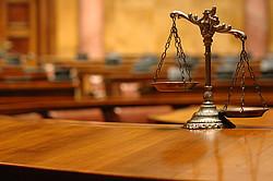 Vaterschaftsfeststellung durch das Amtsgericht [© Corgarashu - Fotolia.com]